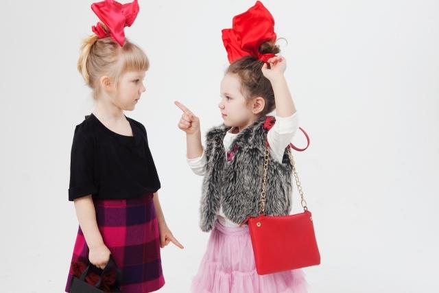 小さな外人の女の子が二人