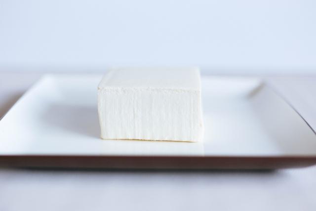 お皿に乗った豆腐