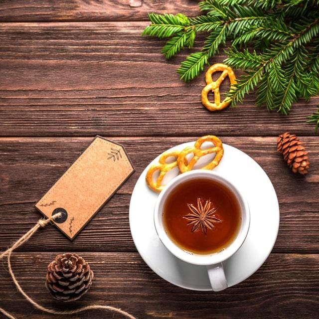 紅茶としおりが置いてある画像