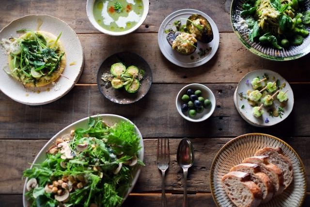 健康に良い食事が並んでいる画像
