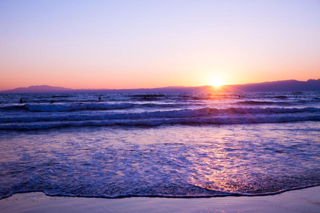 海原に夕日の画像