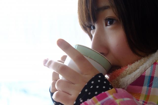酵素ドリンクを飲んでいる女性のイメージ画像