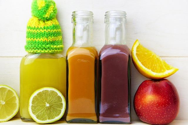 酵素ドリンクと果物の画像