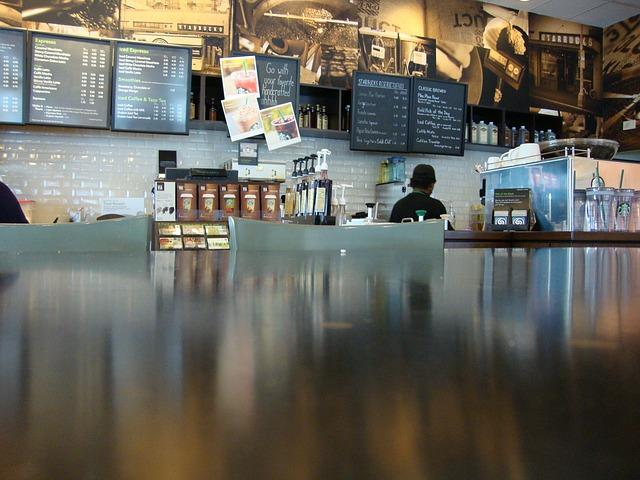 カフェの受付とメニューの画像