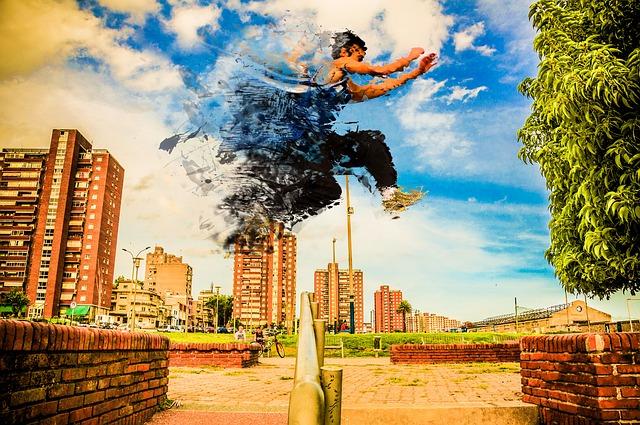 ジャンプしている男性の画像