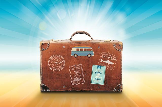 旅行のカバンのイラスト画像
