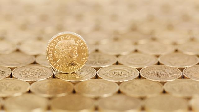 コインがたくさん並べられた画像