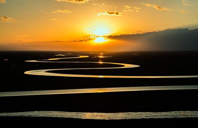 夕日と川の画像