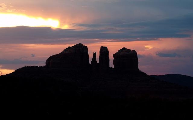 セドナの夕焼けの景色の画像