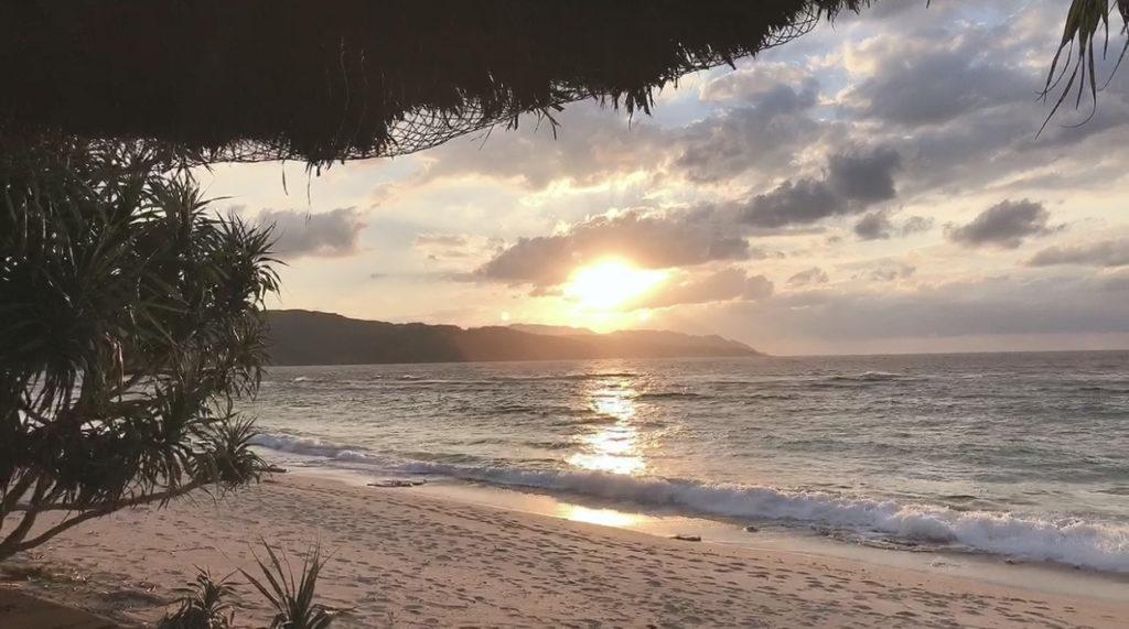 奄美大島の大浜海浜公園の夕焼けの写真