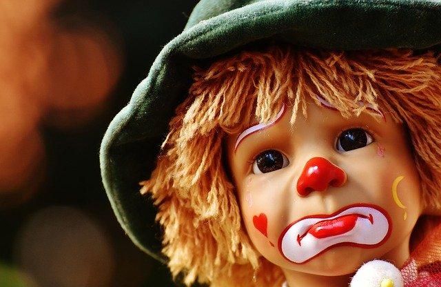 面白い顔をした人形の画像